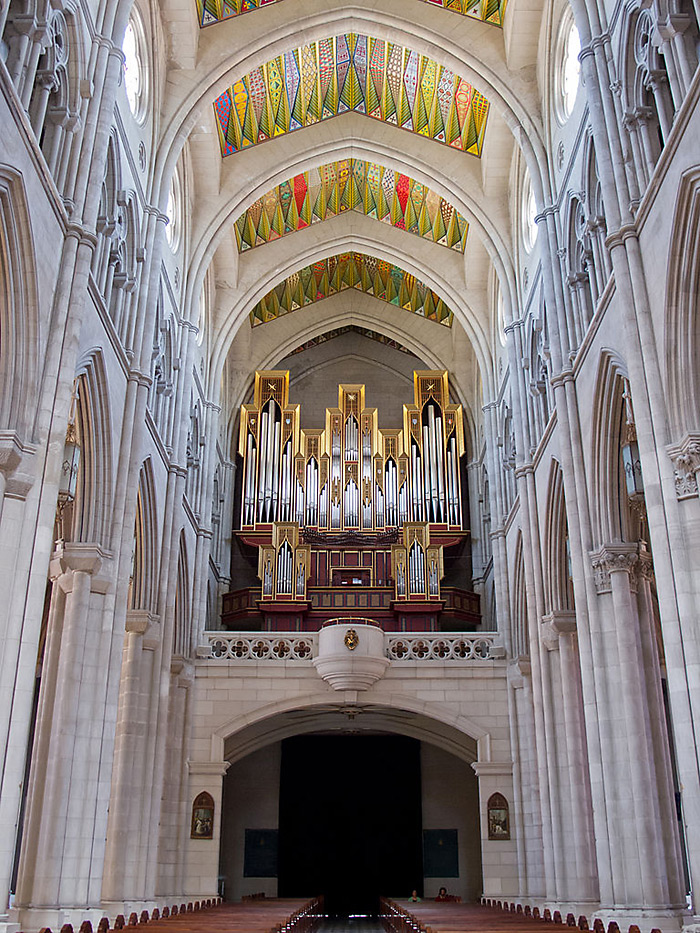 http://www.truechristianity.info/img/churches/spain/almudena_cathedral_11.jpg