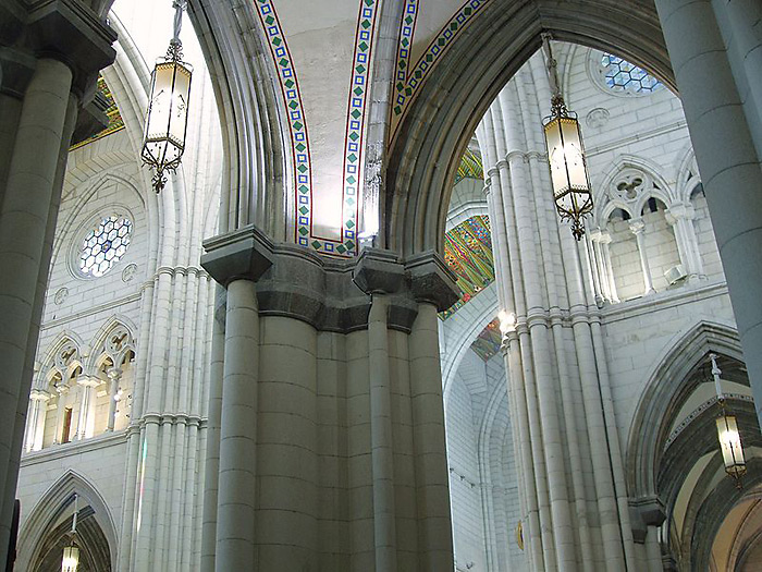 http://www.truechristianity.info/img/churches/spain/almudena_cathedral_7.jpg