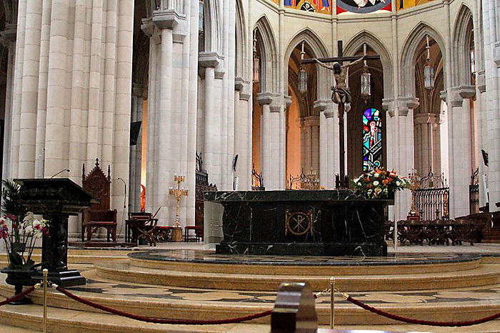 http://www.truechristianity.info/img/churches/spain/almudena_cathedral_9.jpg