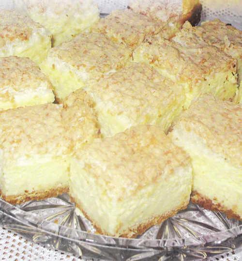 Сирна маса: 1 кг сиру, 1 склянка цукру-пудри, 2 яйця...